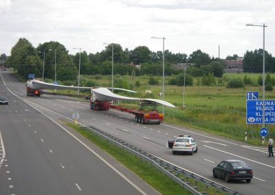 3_Pilot-and-police-escort-of-windmill-blades_Lithuania-July-01-2013