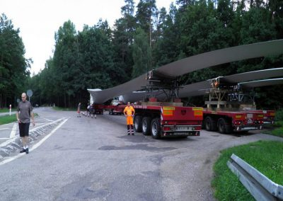 4_Pilot-and-police-escort-of-windmill-blades_Lithuania-July-01-2013